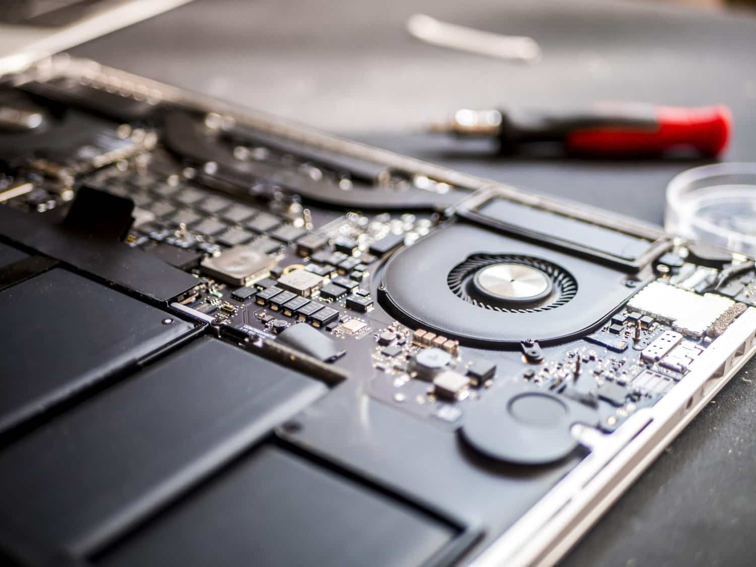 Macbook Pro A1278, A1286,A1425,A1502,A1398,A1706,A1707,A1708 Logic Board Repair Techfix Malaysia