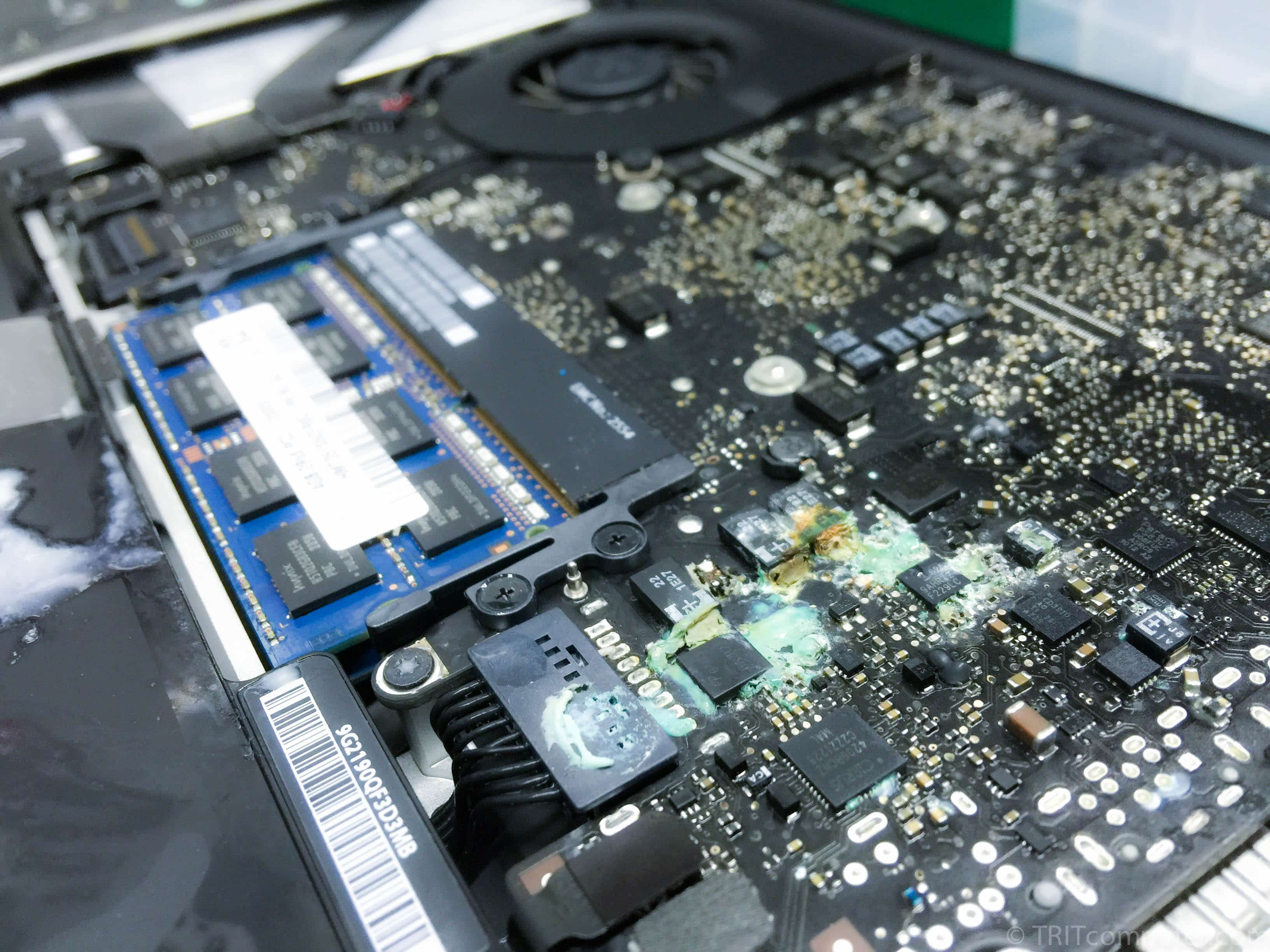 macbook-water-damage-liquid-damge-service-apple-macbook-pro-air-water-liquid-spill-damaged-repair-computer-techfix-malaysia